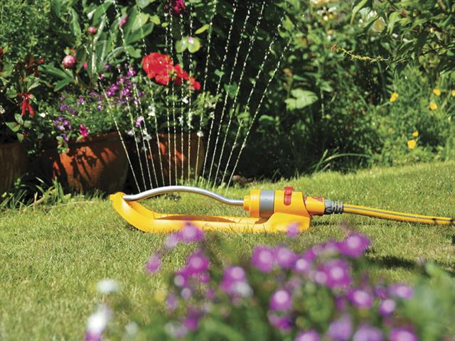 Thumbnail image of Hozelock Rectangular Sprinkler 200m² 17 hole
