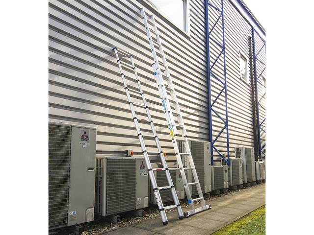 Thumbnail image of Zarges Double Extension Ladder with Stabiliser Bar 2-Part D-Rungs 2 x 8